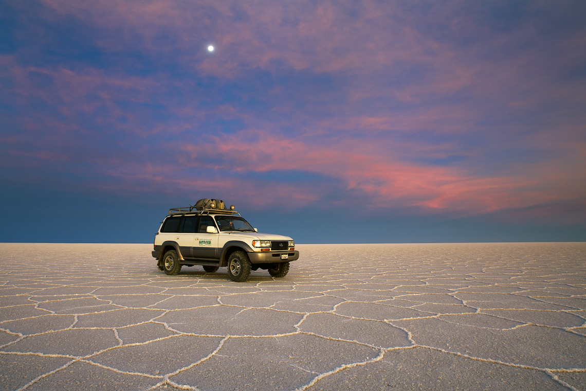 Sunset Car Uyuni Salt Lake Bolivia 9985